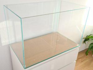 Weissglas-Aquarien